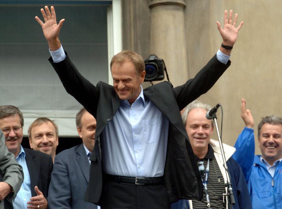 Donald Tusk triumfuje