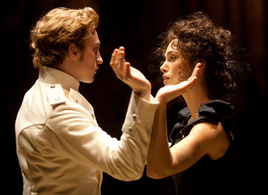 Aaron Taylor-Johnson i Keira Knightley w tanecznej scenie z \