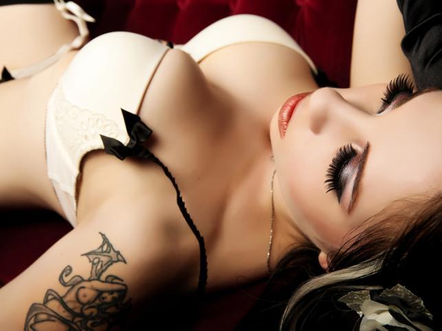 Как Вы относитесь к девушкам с татуировками? - foto 5.