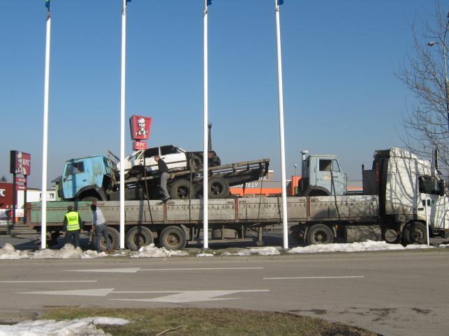 Czteropiętrowa ciężarówka