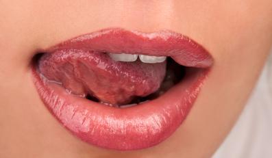 Błąd nr 1: branie penisa do ust bez schowania zębów pod wargi