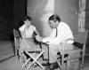 """Audrey Hepburn i Gregory Peck na planie """"Rzymskich wakacji"""""""