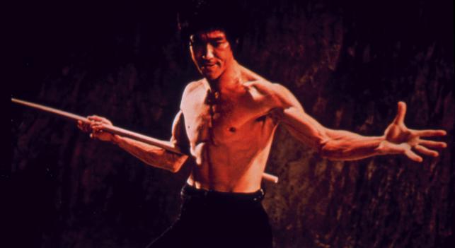 """Bruce Lee w filmie """"Wejścia smoka"""""""