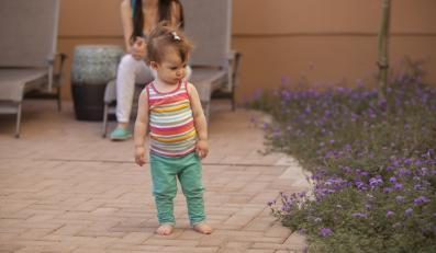 Dziecko z opiekunką