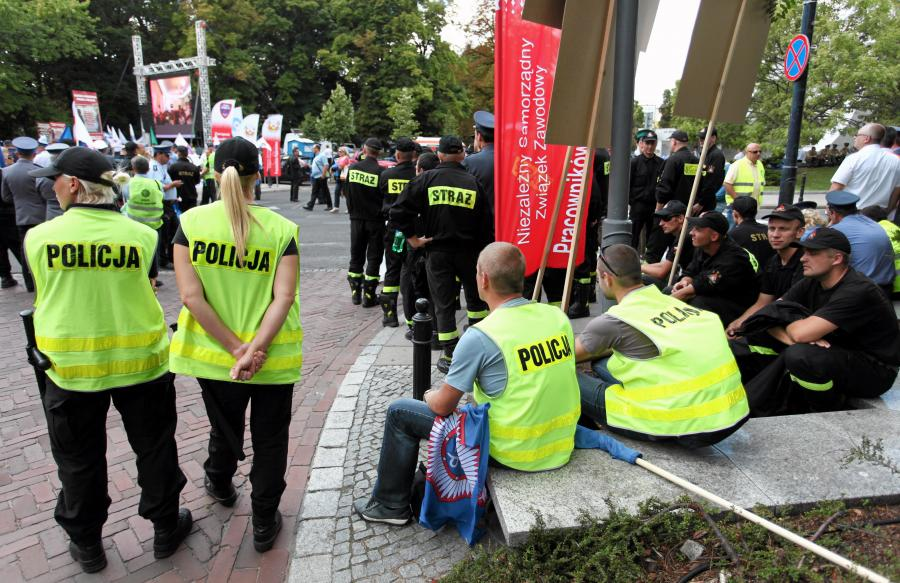 Demonstracja służb mundurowych