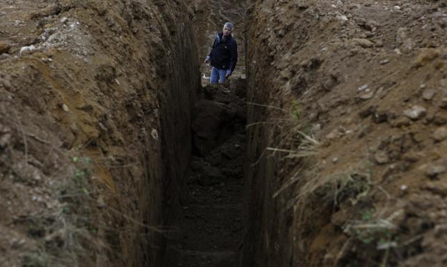 Masowe groby w Bośni. Koparką szuka się ofiar. ZDJĘCIA