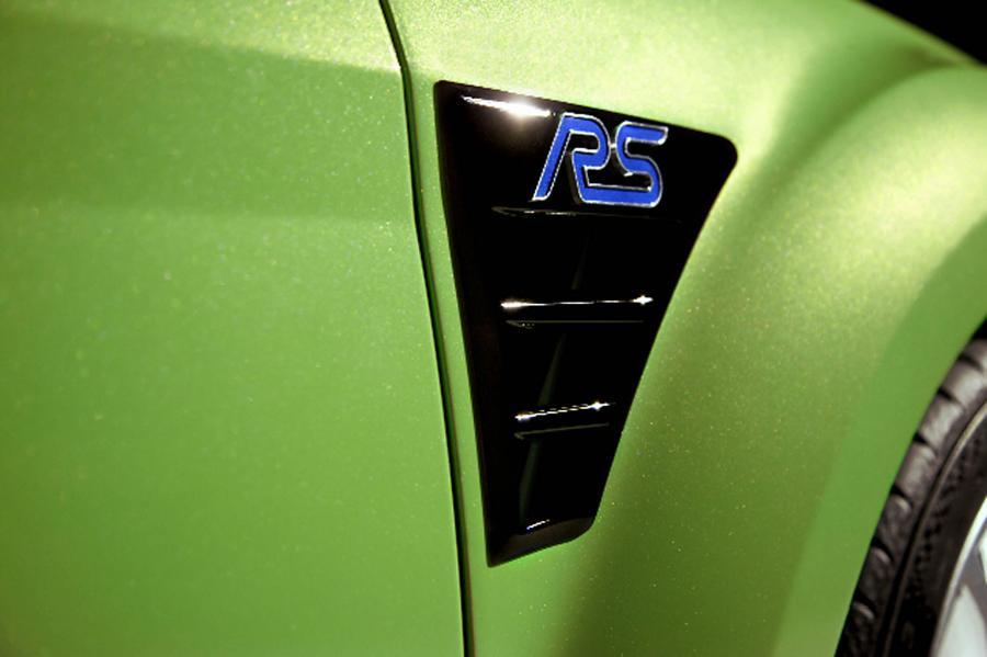 """Pierwszy raz znaczek """"Ford RS"""" pojawił się pod koniec lat 60. w Niemczech. Jego historia nabrała pędu w 1970 roku, kiedy na drogi i trasy rajdowe wyjechał escort RS1600. Teraz po nieml 40 latach wraca na muskułach RS"""