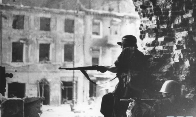 Tak upadało Powstanie Warszawskie. ZDJĘCIA z roku 1944