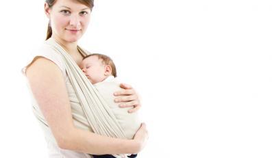 Matka z dzieckiem w chuście