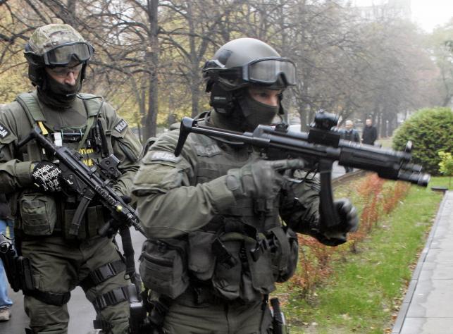 Terrorysta w szkole. Ćwiczenia w warszawskim liceum