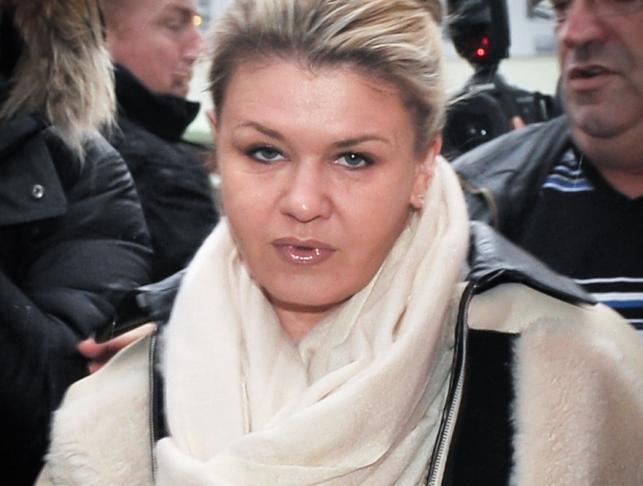 Corinna Schumacher w drodze do męża leżącego w szpitalu