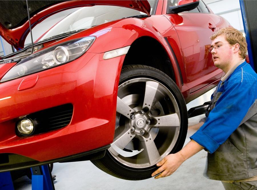 Co mechanik robi z twoim samochodem?
