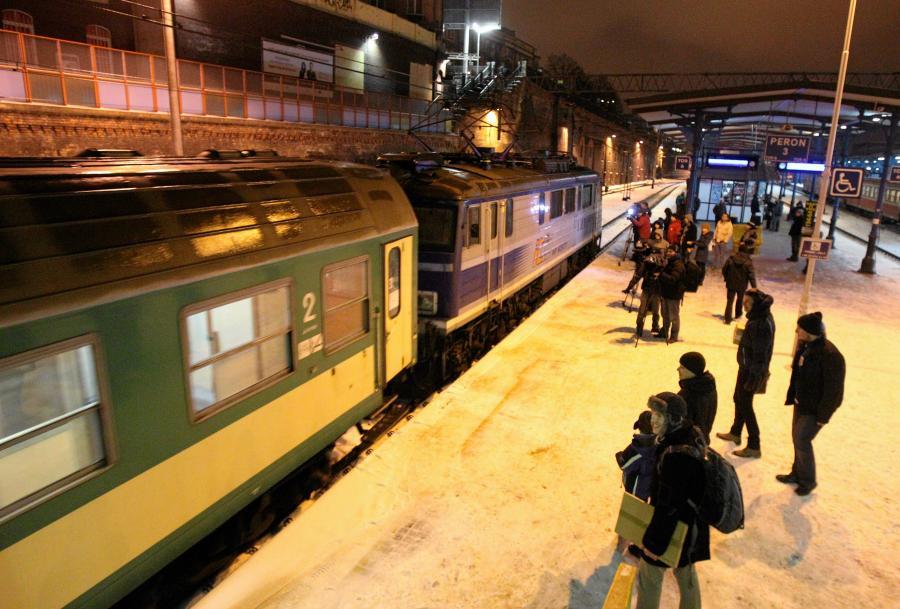 Dworzec kolejowy Szczecin Główny. Przyjazd opóźnionego ponad 18 godzin pociągu TLK \
