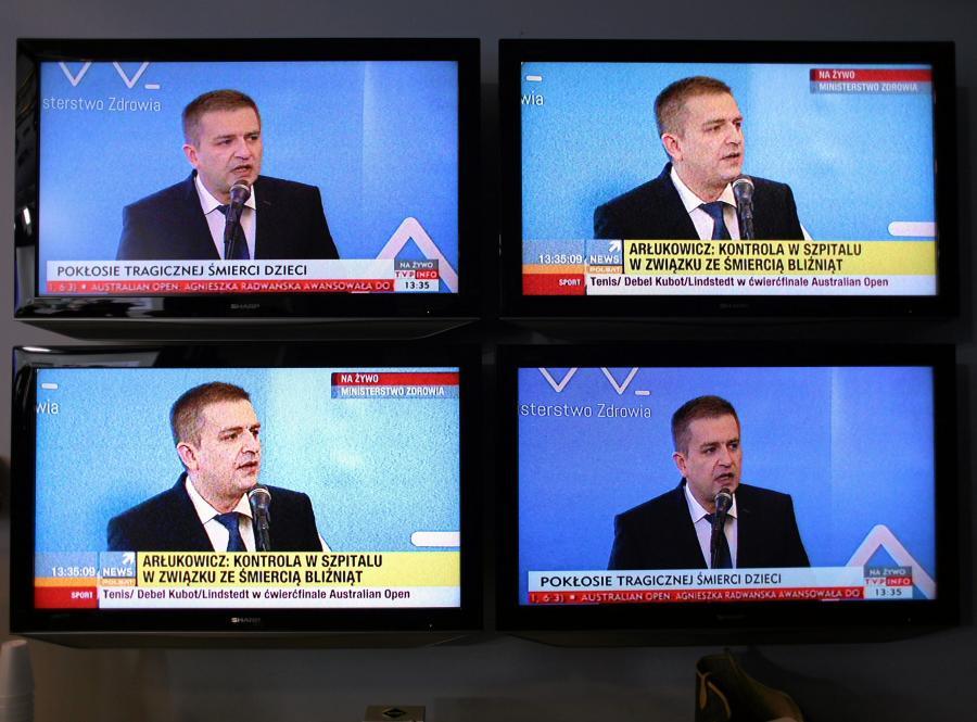 Bartosz Arłukowicz na monitorach w czasie konferencji