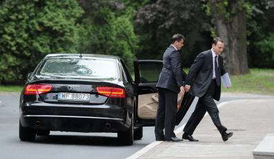 Administracja Donalda Tuska woli kupować auta niż je leasingować