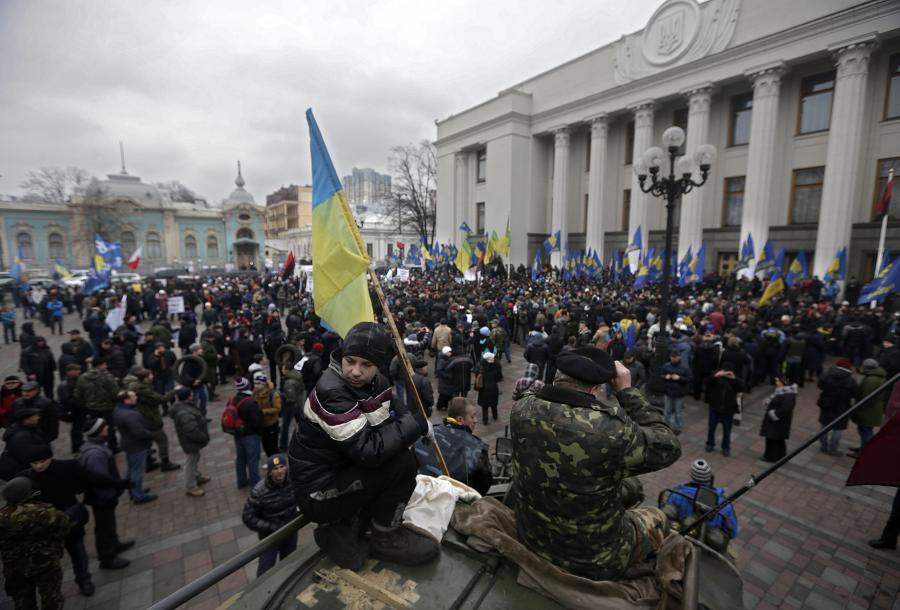 Ukraińcy przed parlamentem