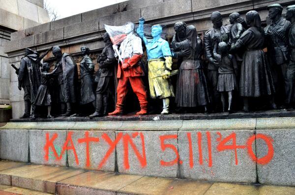 Pomnik żołnierzy Armii Czerwonej w Sofii przemalowany przez grafficiarzy, źródło: twitter.com/julianpopov