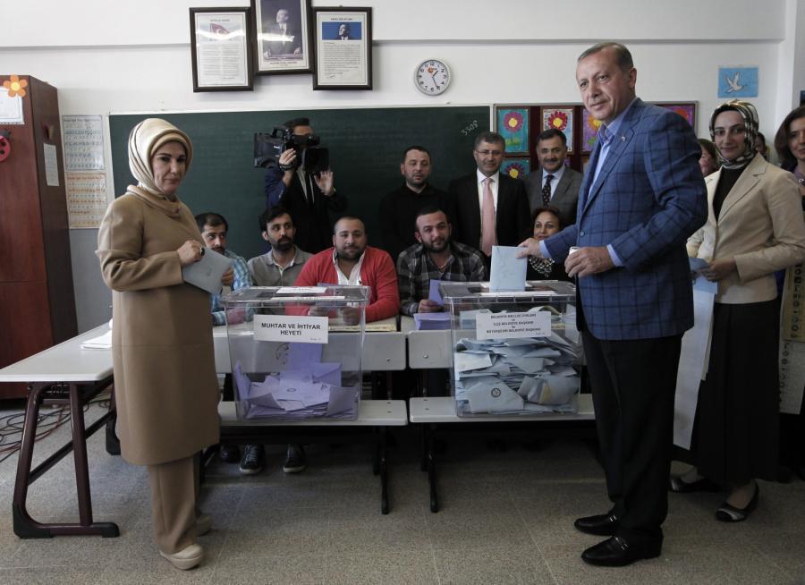 Recep Erdogan głosuje w wyborach samorządowych
