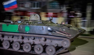 Pojazd opancerzony z rosyjską flagą