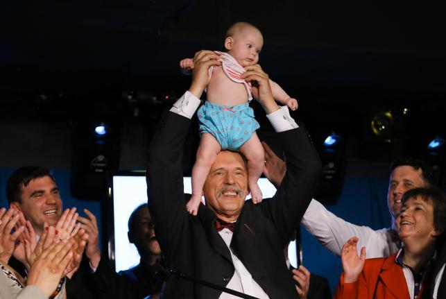 Eurowybory 2014: Radość w sztabie Nowej Prawicy Janusza Korwin-Mikkego