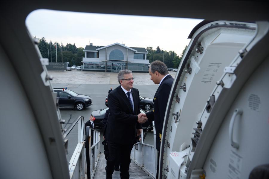 Prezydent Bronisław Komorowski w drodze do Francji