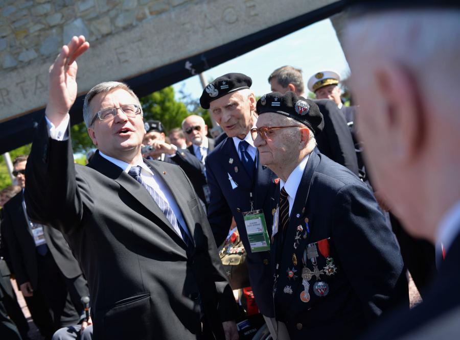 Prezydent Bronisław Komorowski wśród weteranów w Normandii