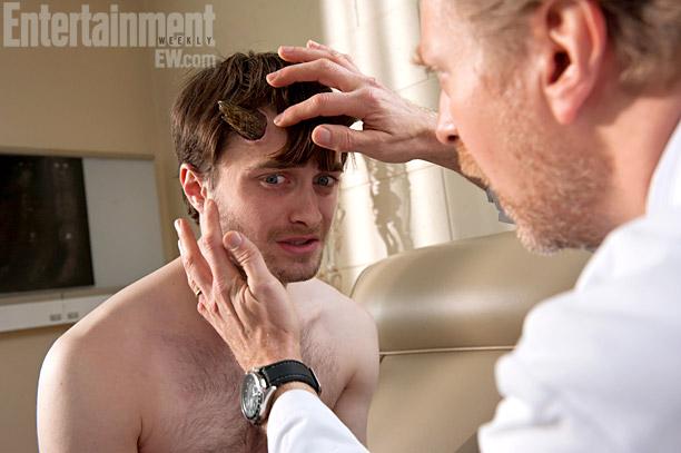 Daniel Radcliffe zauważa z przerażeniem, że wyrosły mu rogi
