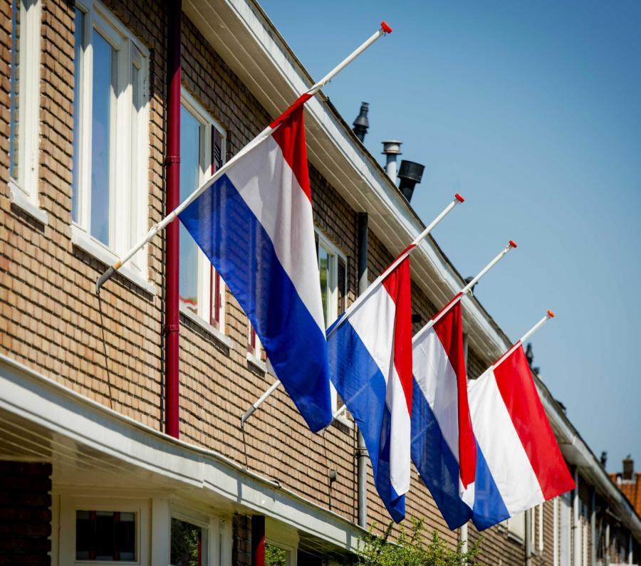 Wywieszone flagi w hołdzie ofiarom katastrofy
