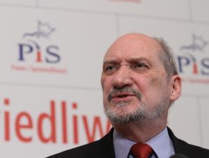 Ostatni szef WSI wygrał z Macierewiczem. Komornik wszedł na pensję polityka PiS