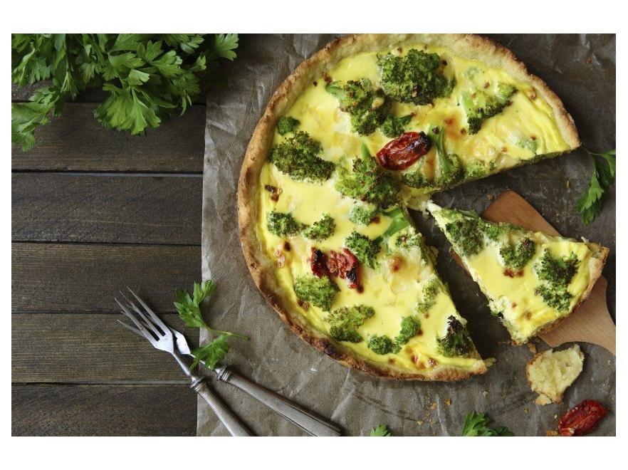 Tarta z brokułami i suszonymi pomidorami