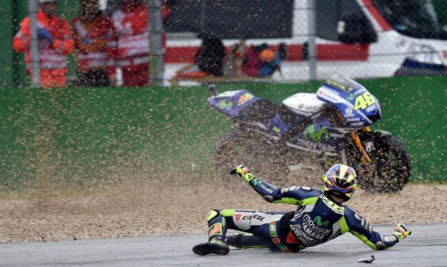 Valentino Rossi zaliczył upadek podczas treningu. ZDJĘCIA