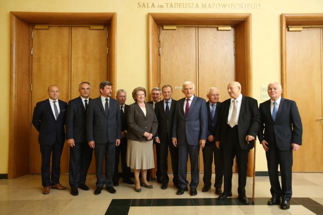 Uroczystości z okazji 25-lecia powołania rządu Tadeusza Mazowieckiego, z udziałem premiera Donalda Tuska, byłych szefów rządów po 1989 r. oraz synów Tadeusza Mazowieckiego w KPRM w Warszawie
