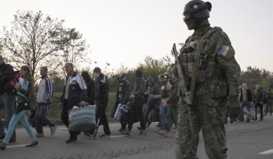 Prorosyjscy bojownicy i rządowe siły ukraińskie na wschodzie kraju wymieniły się zakładnikami