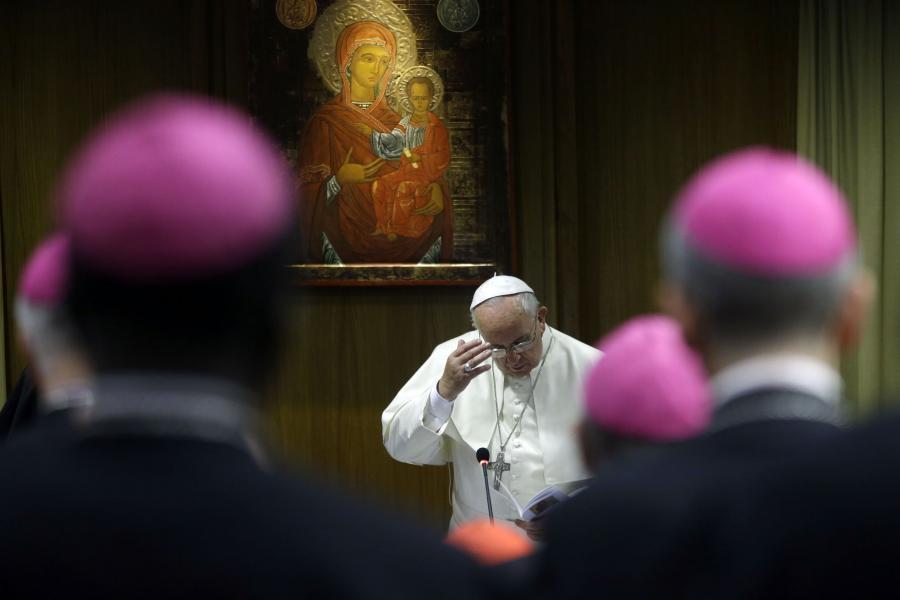 Papież Franciszek w Watykanie na synodzie poświęconym rodzinie