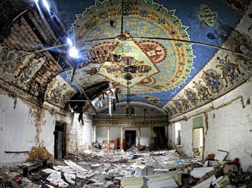 Opuszczona stuletnia kaplica zamieniona... w magazyn. Niesamowite ZDJĘCIA z Sosnowca