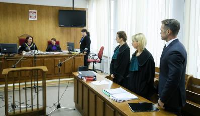 Sławomir Nowak w sądzie (pierwszy z prawej)
