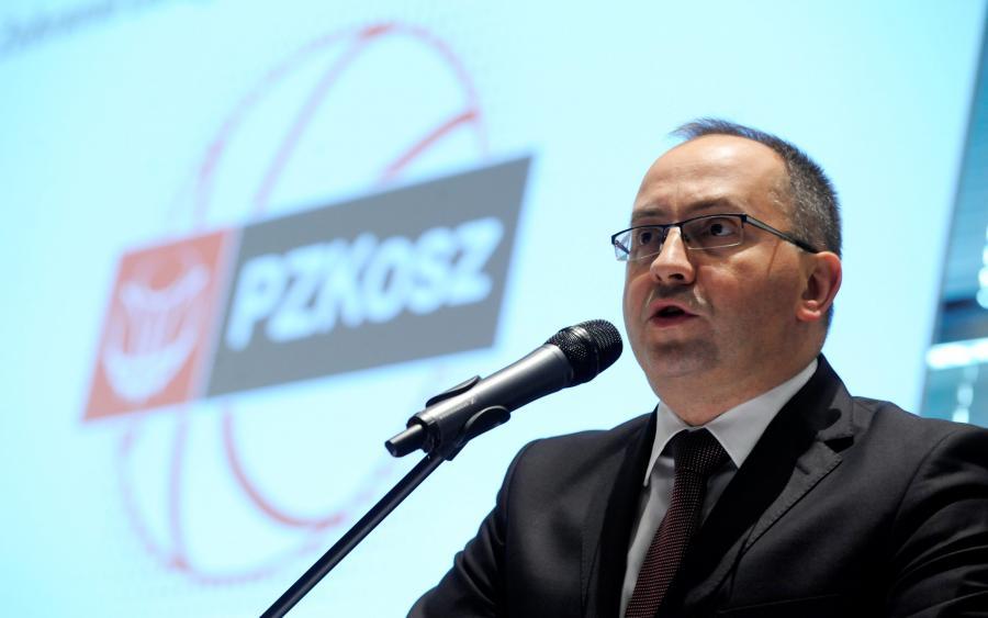 Na mównicy prezes Polskiego Związku Koszykówki Grzegorz Bachański podczas Walnego Zebrania Sprawozdawczo-Wyborcze Delegatów PZKosz