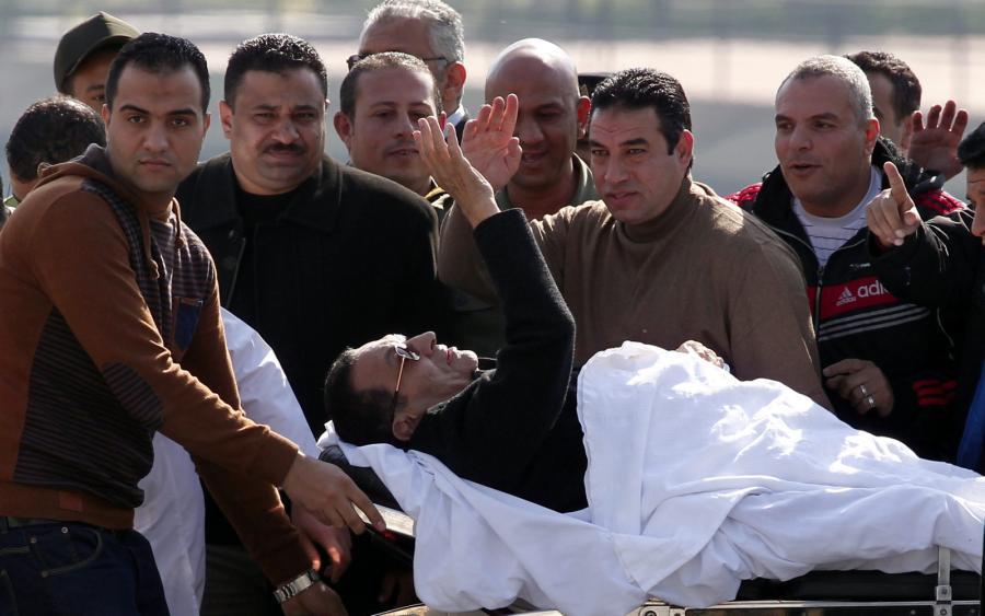 Hosni Mubarak transportowany do szpitala po rozprawie sądowej