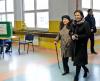 Premier Ewa Kopacz z matką Krystyną Lis głosują w lokalu wyborczym w Publicznej Szkole Podstawowej nr 4 w Radomiu