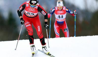 Polka Justyna Kowalczyk i Norweżka Martine Ek Hagen w biegu na 3 km techniką dowolną, prologu zawodów narciarskiego cyklu Tour de Ski w niemieckim Oberstdorfie