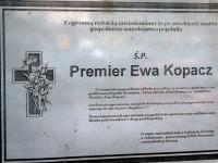 Pogrzeb Ewy Kopacz. Słuszny happening czy gruba przesada? ZDJĘCIA