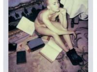 """Przegięła? Miley Cyrus naga dla """"V Magazine"""" [FOTO]"""