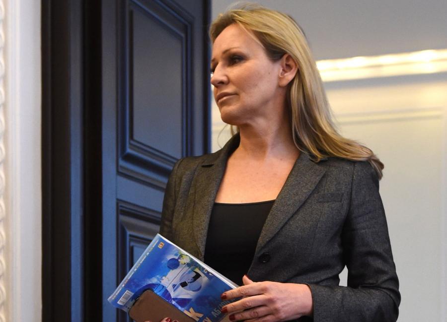 Na zdjęciu archiwalnym z 23.09.2014 r. rzecznik rządu Iwona Sulik podczas pierwszego posiedzenia nowej Rady Ministrów w Warszawie