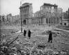 Ruiny Poczty Głównej na pl. Napoleona, 1945. (Fot. zbiory Krystyny Rasevi/AHM)