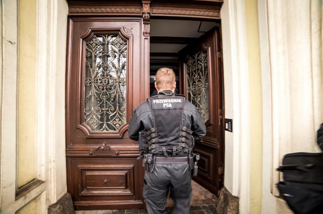 Policja w biurze Radosława Sikorskiego