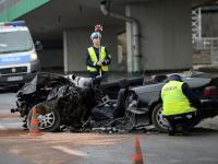 Roztrzaskał BMW na słupie mostu Łazienkowskiego! Zdjęcia z wypadku w Warszawie