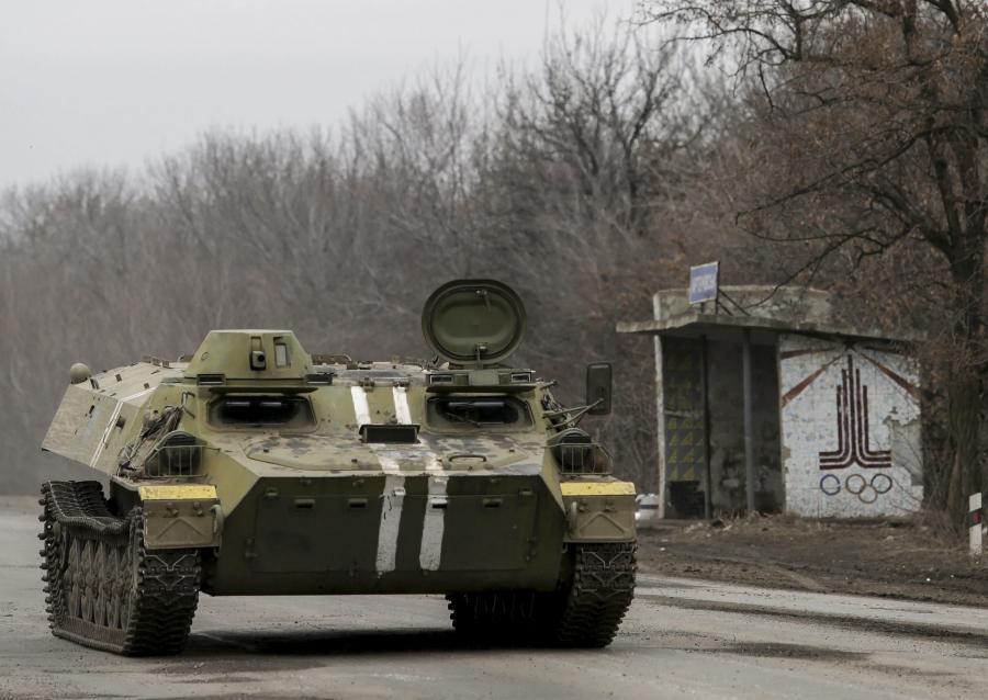 Ukraiński transporter w Donbasie