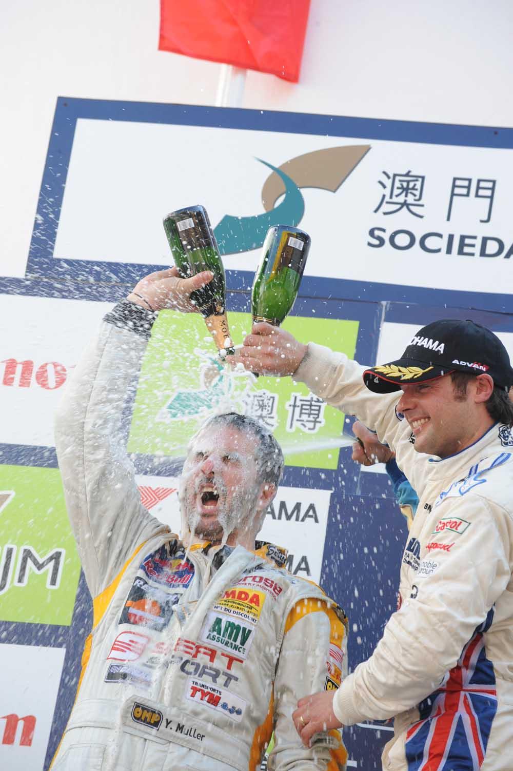 Yvan Muller na podium