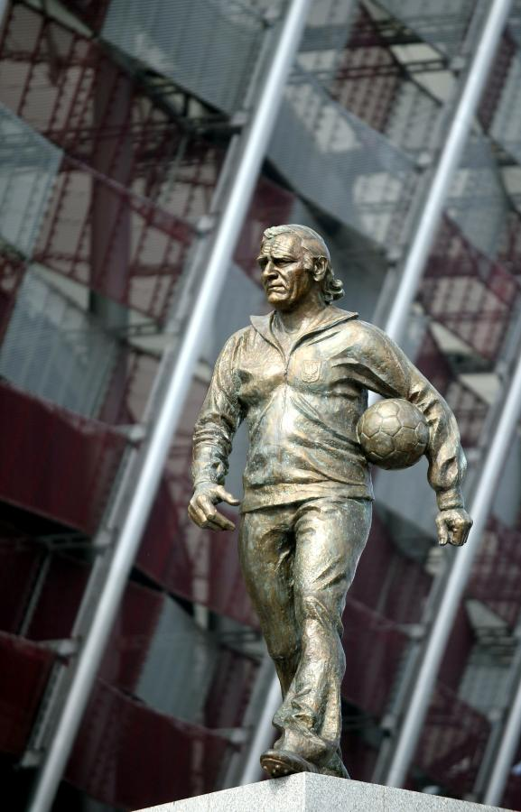 Przed Stadionem Narodowym odsłonięto pomnik Kazimierza Górskiego