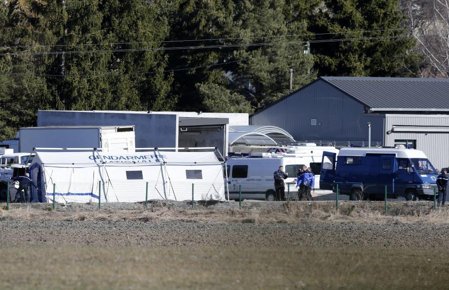 Polowy obóz żandarmerii francuskiej na miejscu katastrofy